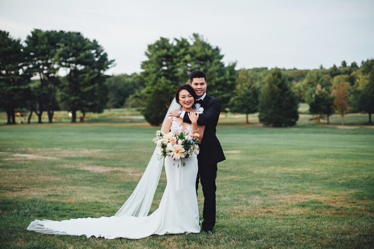 For their early-fall wedding in East Bridgewater, Massachusetts, Yan Huang (25) and Stephen Wong (31) planned an intimate affair with a hint of bohemi