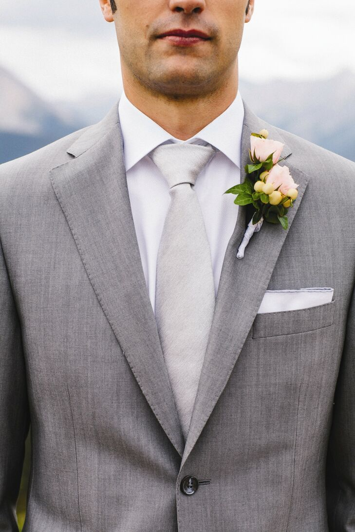 Jason's pale pink rose boutonniere was accented by small clusters of yellow berries.