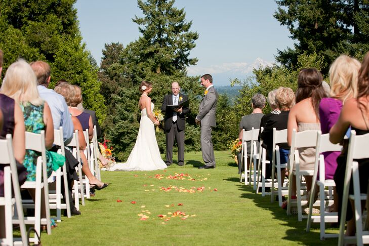 For the ceremony, the Oswego Lake Country House opened up the 14th hole on the golf course, which had an amazing mountain backdrop.