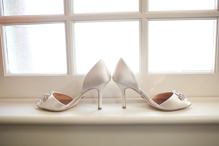 Katie wore a pair of ivory open-toed shoes accented with crystals at the top, which were purchased from Nordstroms.