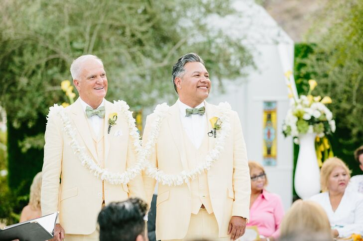 Grooms with Traditional Lazo Floral Garland