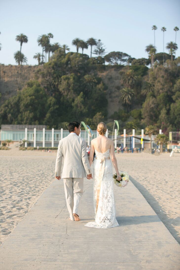 Jennifer and Scott live in Brooklyn, but decided to have get married in Jennifer's hometown of Santa Monica. This small beach wedding overlooking the