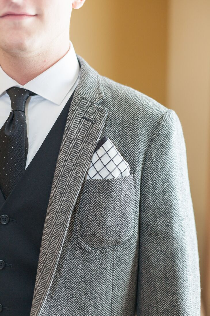 Tyler wore a suit jacket with a gray and white pattern, matched by black-and-white accessories, such as a black tie and a black-and-white-checkered pocket square.