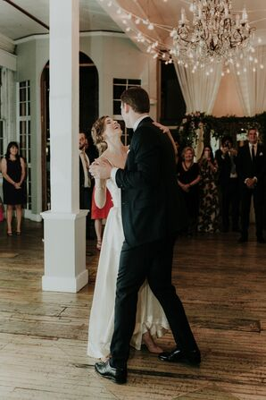 Romantic Couple's First Dance at the Metropolitan Building in Long Island City, New York