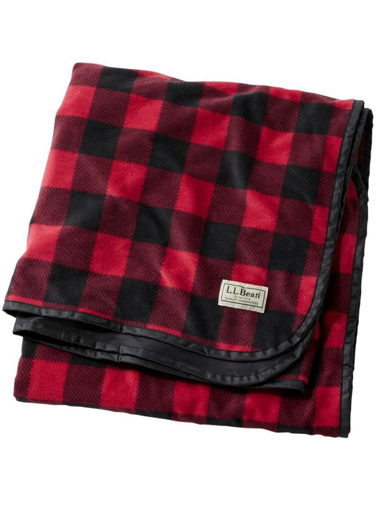 Backyard wedding ideas flannel blanket
