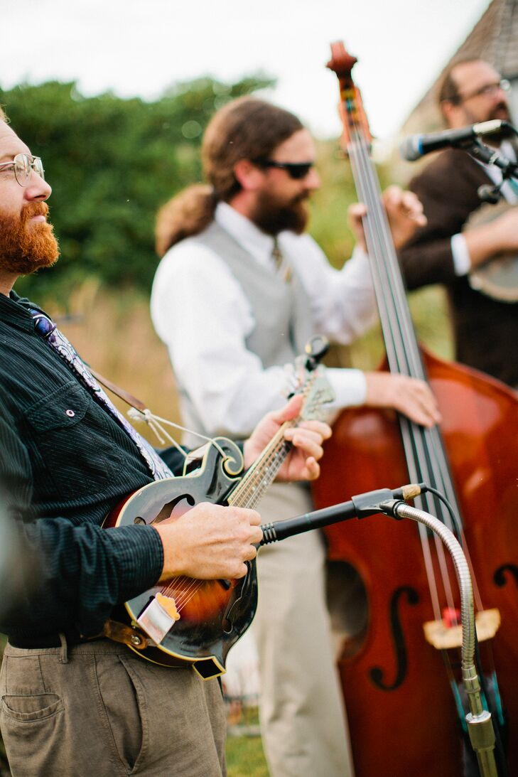 During cocktail hour, Possum Creek Band serenaded guests with bluegrass music while they sipped cocktails and enjoyed hors d'oeuvres.