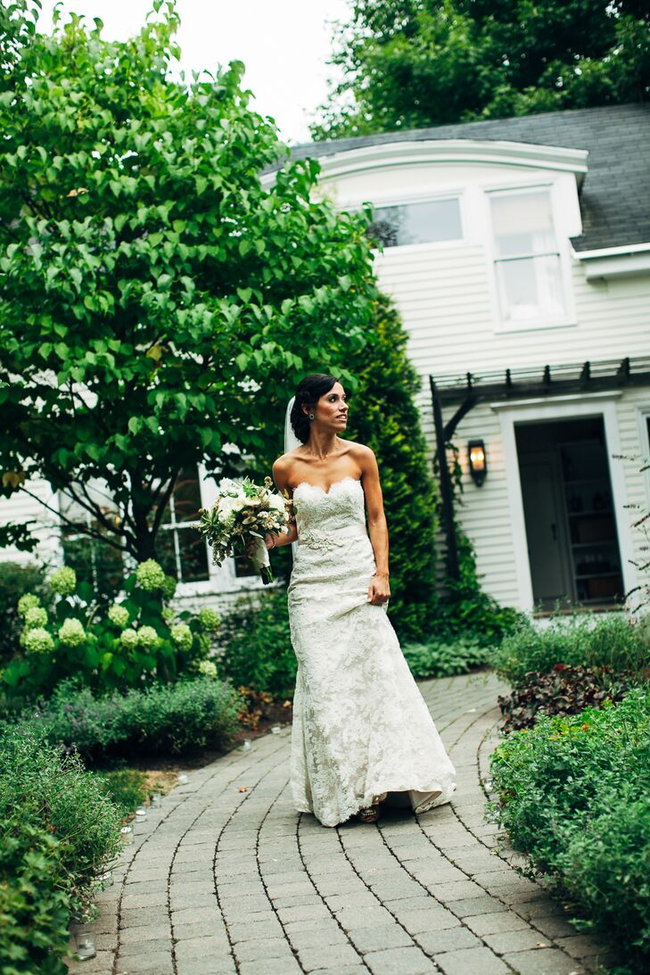 Jennifer wore an A-line gown by Jim Hjelm.