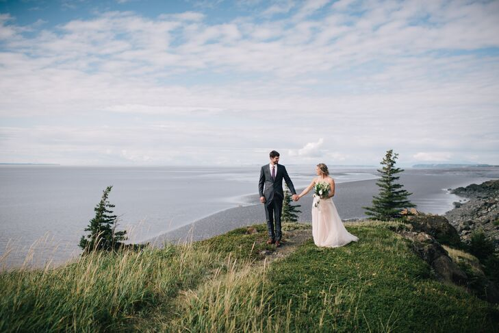 Alaska natives Nicole DeYoung and Erik Hjelm's late-summer wedding celebrated their home state's natural beauty with a color palette of cool earth ton