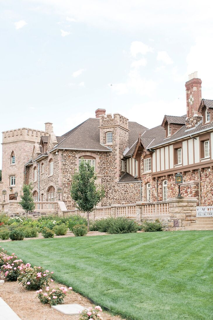 The ceremony and reception were both held at Highlands Ranch Mansion in Highlands Ranch, Colorado. The ceremony was outdoors, and the reception was inside.