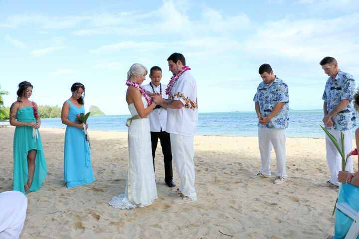 Beach Wedding Ceremony Oahu: Hawaii Wedding Minister-$150