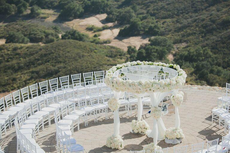 Circular chuppah with white roses