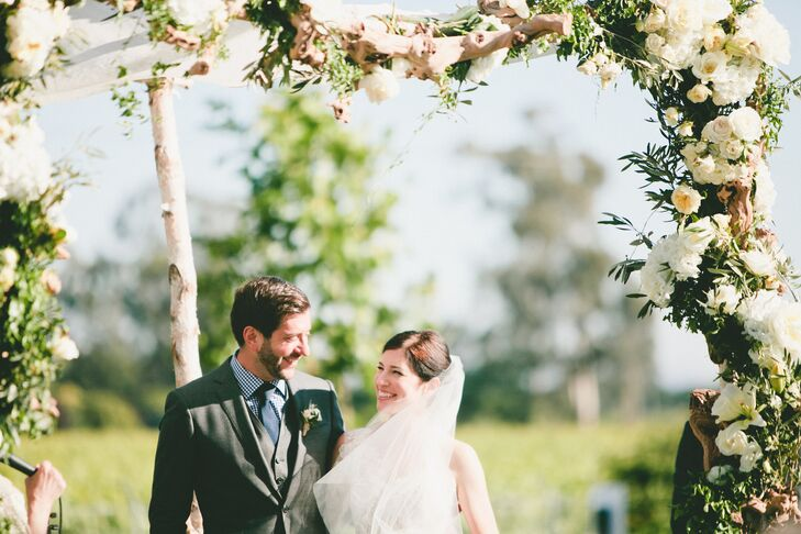 For their late spring wedding, Robyn Peal (33 and a project manager) and Tony Amadio (33 and an engineer) planned an elegant vineyard affair with a co