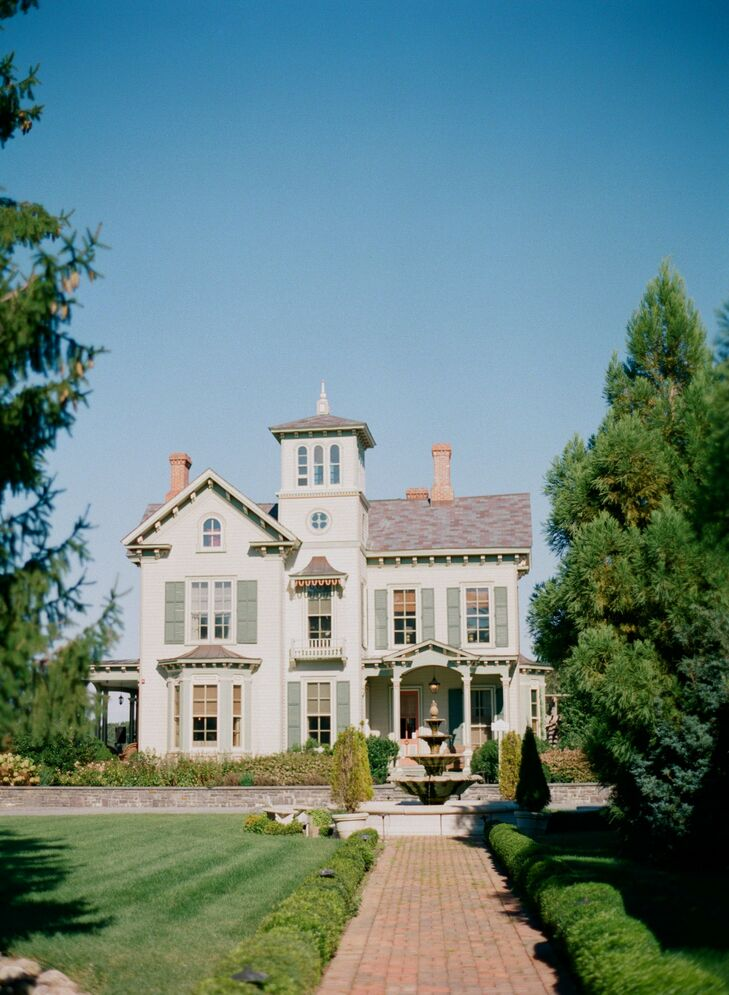 """The North Carolina–based couple often visited Long Island (where Thor grew up) and """"love the rural atmosphere and smalltown feel"""" of Jamesport. Tiffany says as soon as they pulled up to Jedediah Hawkins Inn, it just felt like """"the place."""""""