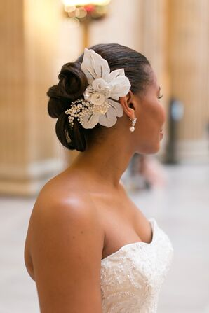Glam Pearl-Studded Floral Hair Accessory
