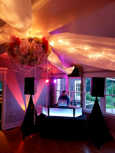DJ Justino Wedding Expert & Photo Booth Specialist