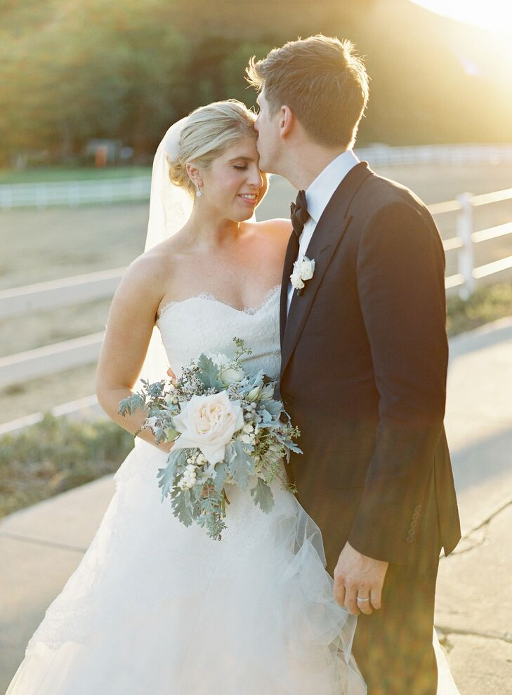 An enchanting evening under the stars was the inspiration for Kelly and Andrew's September wedding at Saddle Rock Ranch in Malibu, California. An al f