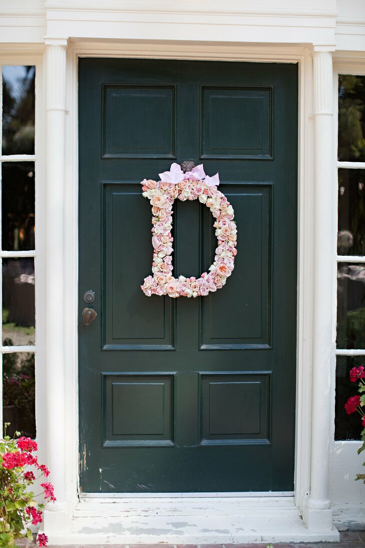 A large letter D made up of pink roses was displayed during the reception.