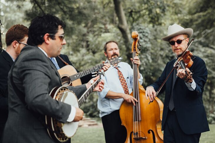 Outdoor Cocktail Hour with a Bluegrass Band