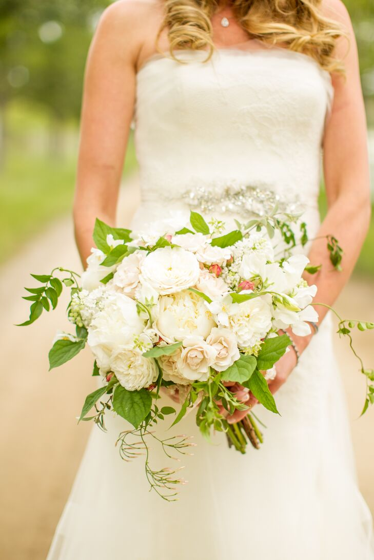 Jamie-Rae carried a white bouquet of ranunculus, gardenia, peonies, and lily of the valley, with blush pink accents and greenery.