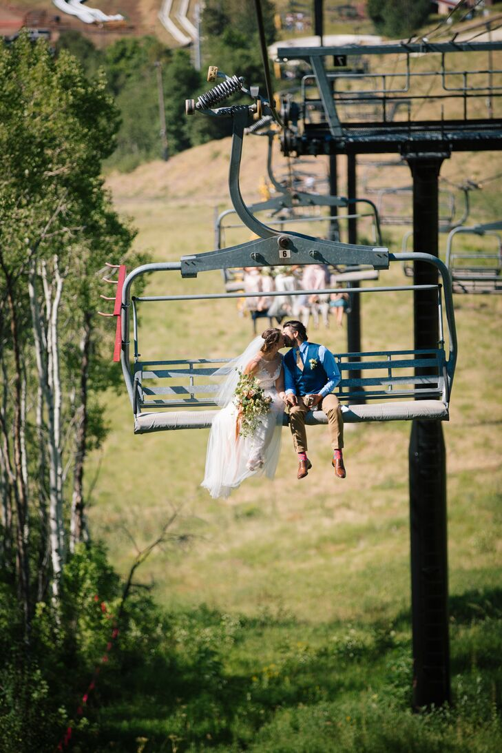Jen and Chris (and all their guests) took a breathtaking ski lift ride up to the ceremony site at Park City Mountain Resort in Park City, Utah.