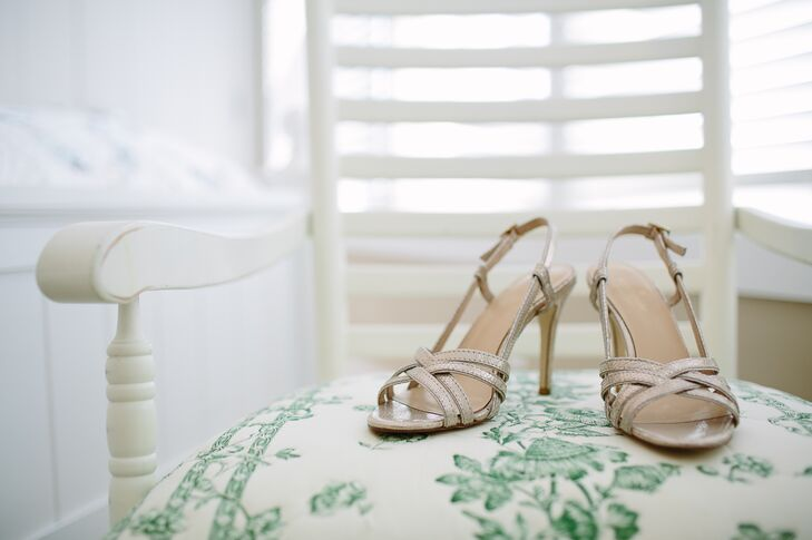 The bride wore nude sandals with her wedding gown. The crisscross pattern on the high heels accented the summery wedding venue perfectly.