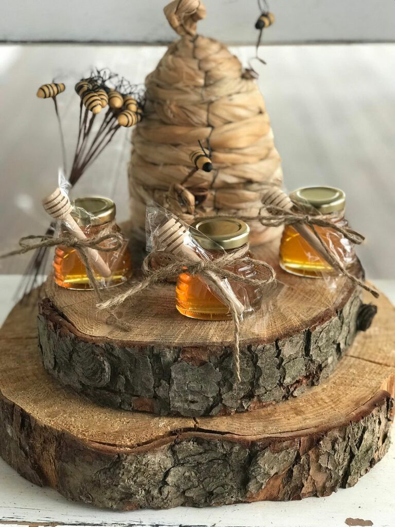 mini jars of honey wedding favor