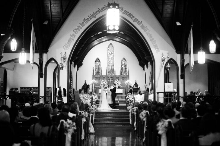"""""""We felt strong ties to St. Alban's,"""" Caroline explains. """"One of the priests was Dominican and had even worked at our church in Santo Domingo!"""" Simple floral arrangements dotted the aisle and let the church's decor shine."""