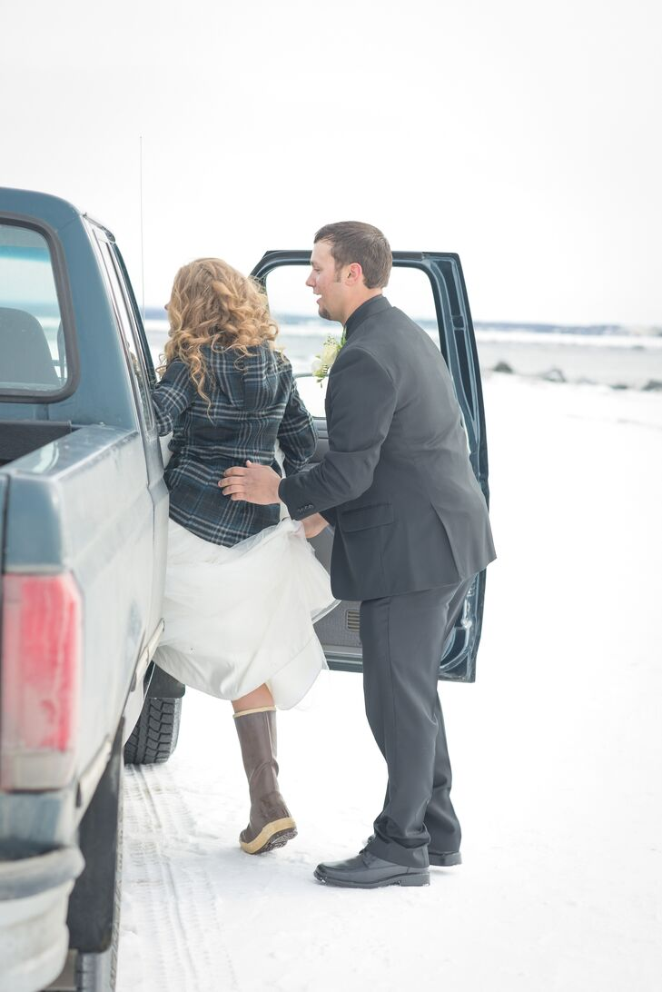 DIY Pickup Truck Wedding Transportation