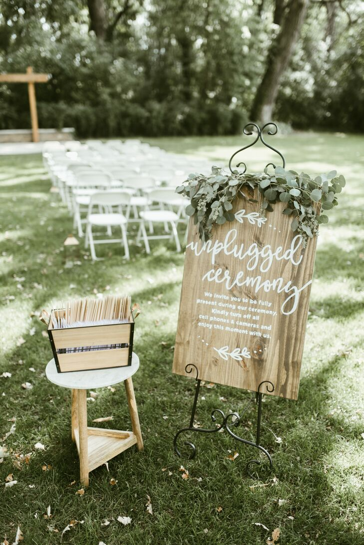 Custom wooden signs instructed guests to respect the unplugged ceremony request.