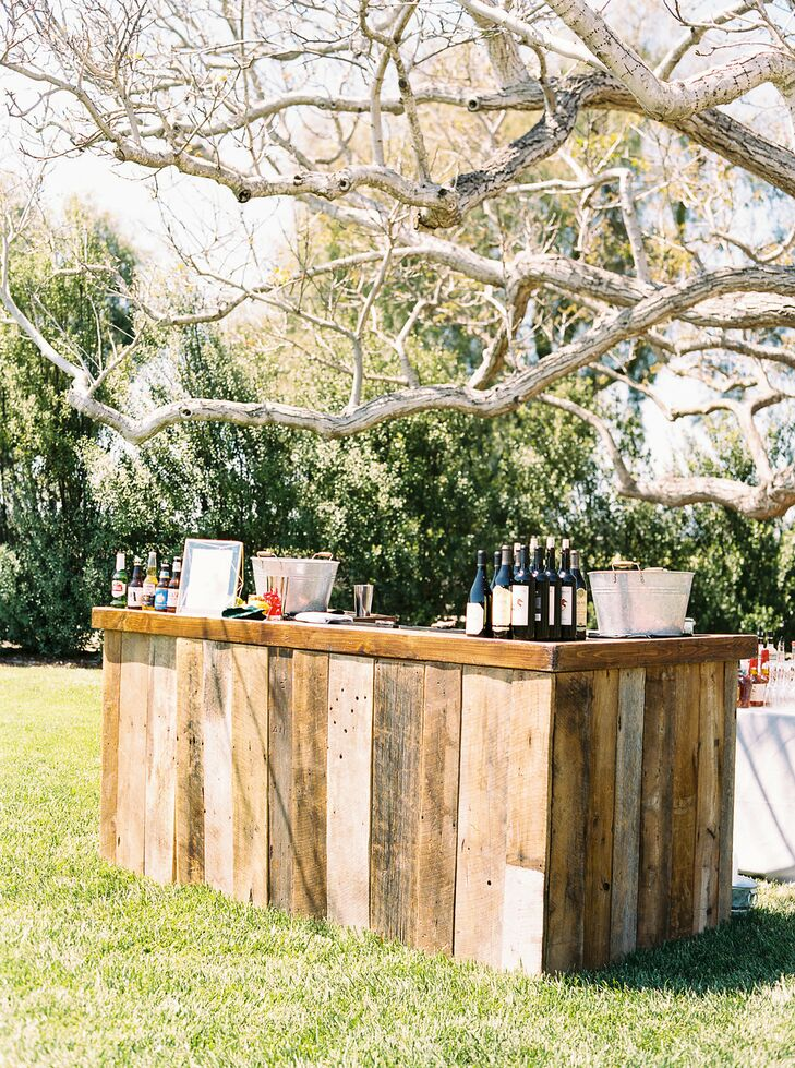 Outdoor Rustic Wood Plank Bar
