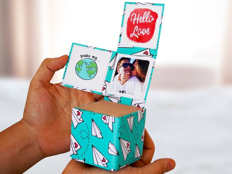 Pop-out photo gift