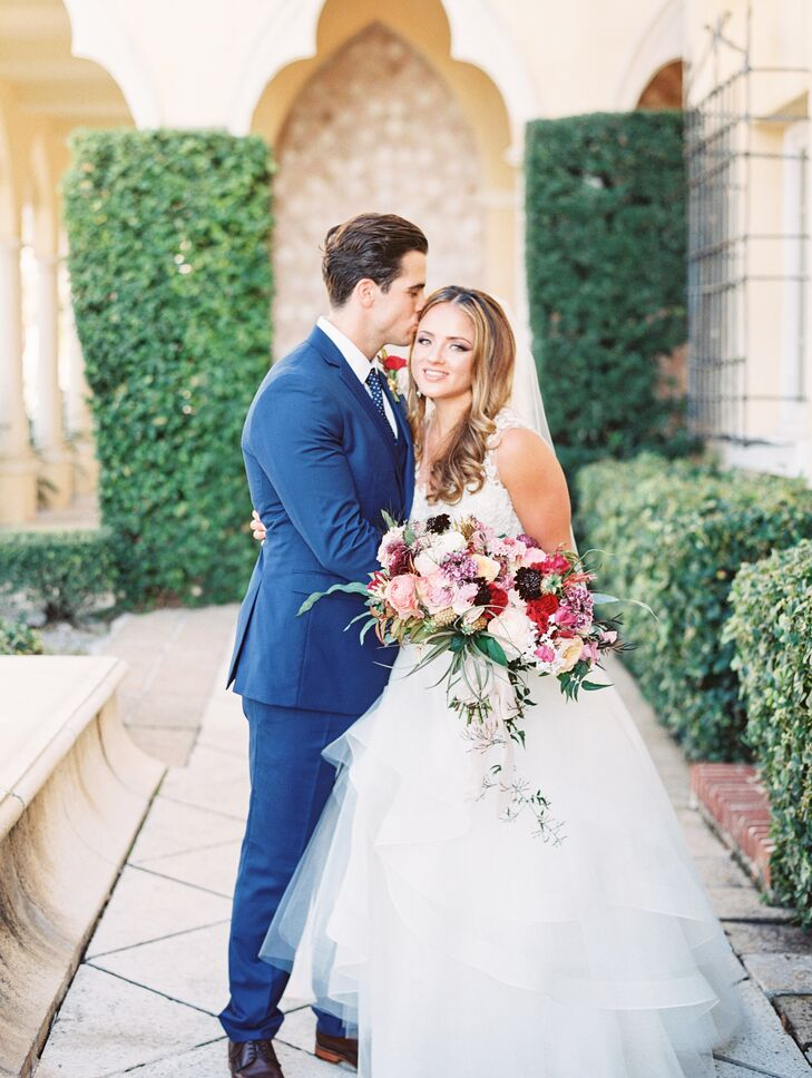To complement the natural beauty of their venue, Erika Sheffer (26 and a digital marketing strategist) and Kyle Auckland (26 and an entrepreneur) reli