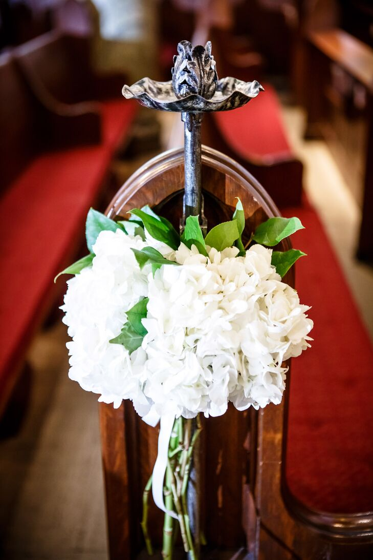 Jen and Eddie decorated their traditional ceremony with pomanders of white hydrangea set along each pew in Holy Trinity Lutheran Church.