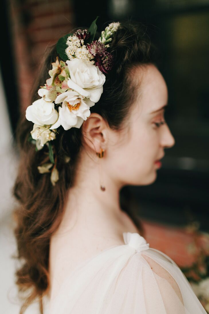 Vintage-Inspired Floral Headpiece and Down Hairstyle
