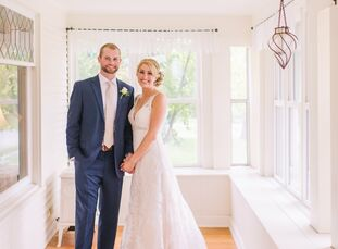 Kristine Hintz (26 and a health-care administrator) and Phil Bradley (25 and a financial analyst) pulled off a vintage garden affair by incorporating