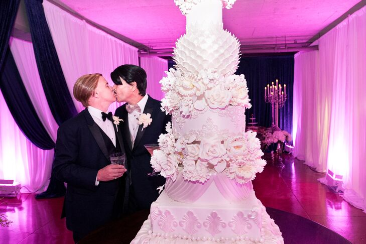 For their late-fall wedding, Ken Sharples (56 and a designer and consultant) and Pat Soffner (55 and a business analyst) pulled off a glamorous roarin