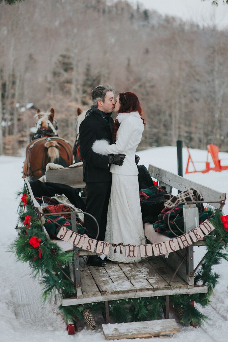 For a uniquely winter experience, during the reception's cocktail hour, guests were offered sleigh rides.