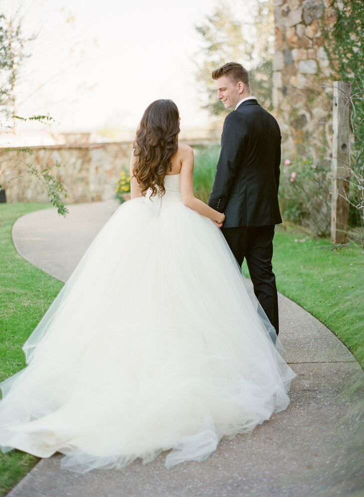 A strapless Vera Wang ball gown with layers of flowing organza fit perfectly with the elegant, romantic vibe of the wedding.
