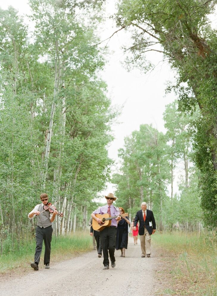 A bluegrass band leads guests to the reception