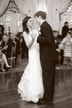 Jessica and Billy First Dance at Crystal Plaza