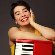 Toronto, ON Singing Pianist | Emma Hewson