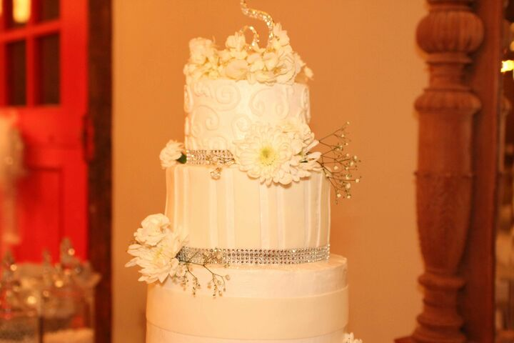 Flowers And RibbonsWedding Cakes