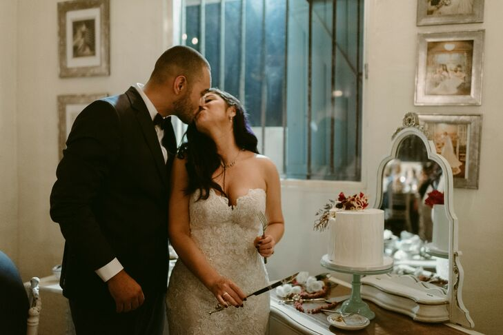 Classic Cake Cutting with Single-Tier Wedding Cake
