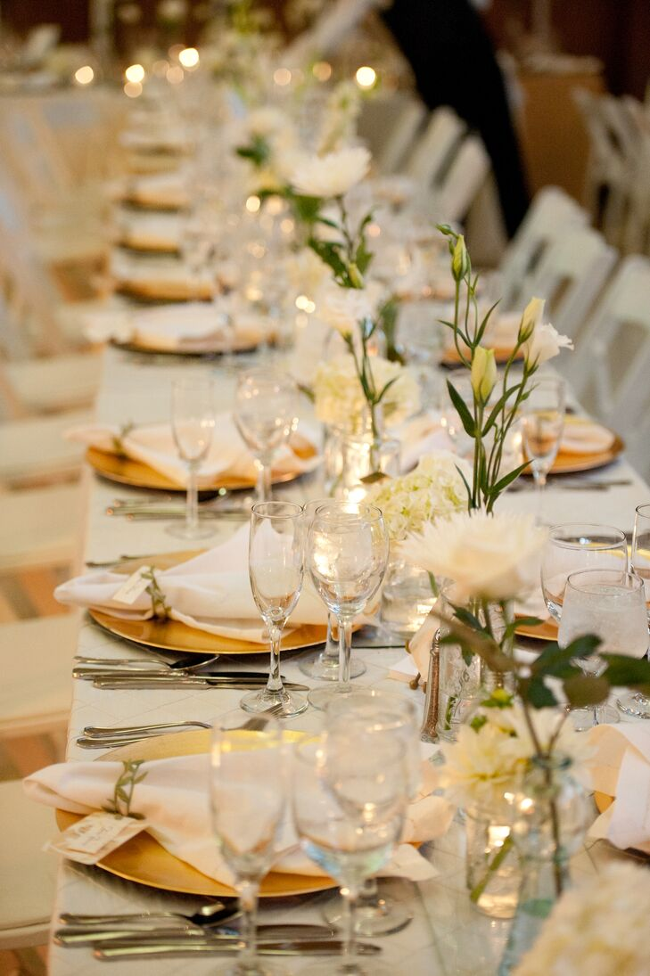 """""""We were keen on incorporating earth-friendly elements, such as the choice of seasonal flowers. By limiting the amount of flowers on each table, we prevented additional waste,"""" Sarah says."""