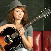 Manhattan Beach, CA Singer Guitarist | Tiphanie Doucet et la Parisienne Band