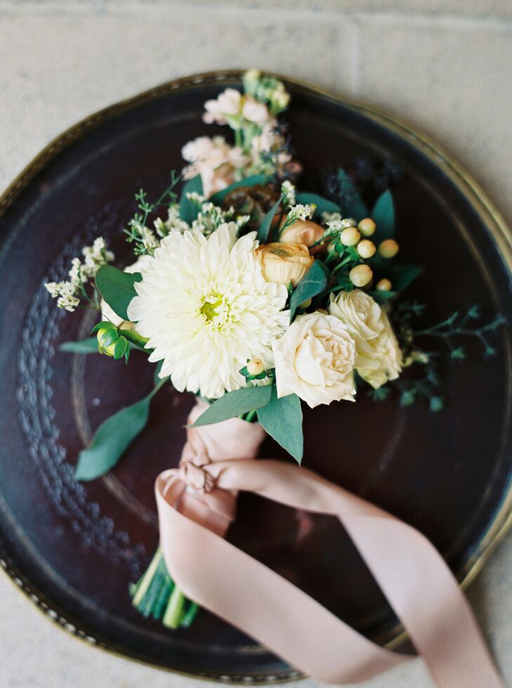 Each bouquet reflected the relaxed, natural garden setting, and the lively combination of ivory blossoms and greenery gave each assortment a fresh-picked appearance.