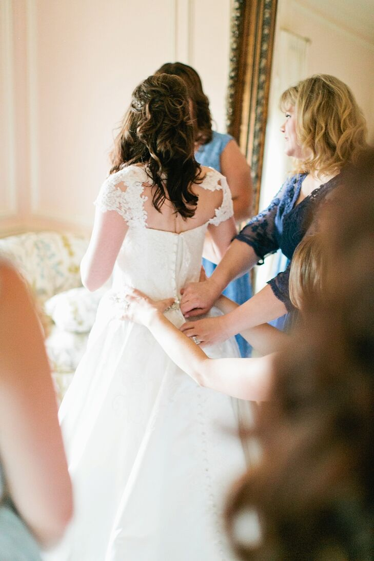 Brittany's dress featured delicate lace-cap sleeves, a keyhole back, a thin sparkly belt and little buttons down the back, leading to a train.