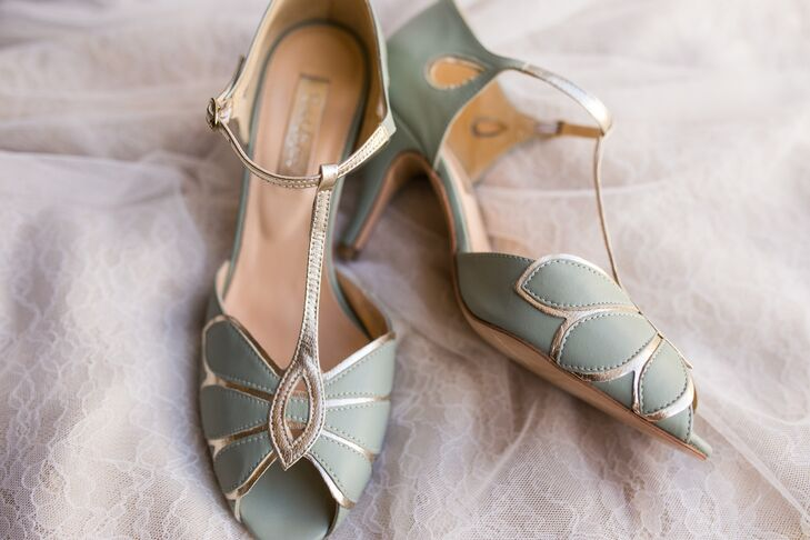 Lindsey embodied the day's gold and mint green colors within her choice of shoes—a gorgeous pair of BHLDN open-toe heels with an art deco style.