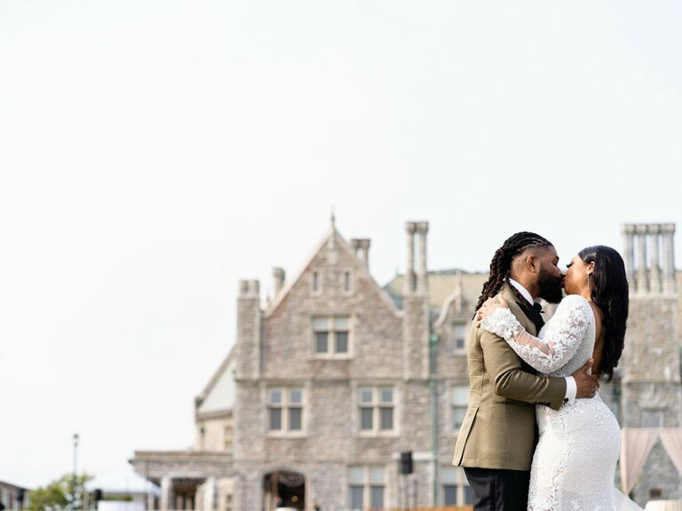 Bride and groom kissing in front of regencycore estate wedding venue