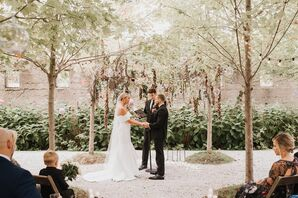 Modern, Rustic Ceremony at Valley Rock Inn & Mountain Club in Sloatsburg, New York